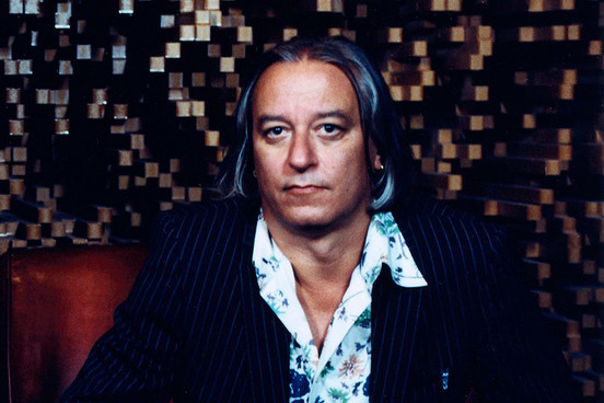 Peter Buck behaving badly