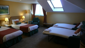 Holiday Inn Express Edinburgh Airport Image 1