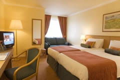 Holiday Inn Express Edinburgh Airport Image 2