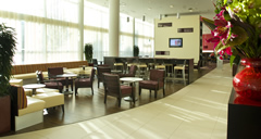Courtyard Marriott with Meet and Greet Image 3