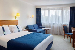 Holiday Inn in Gatwick Image 5